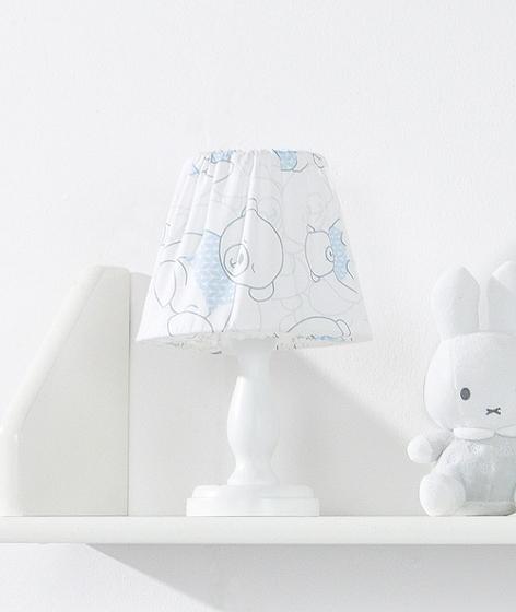 Miért van szükségük a babáknak éjjel lámpára?