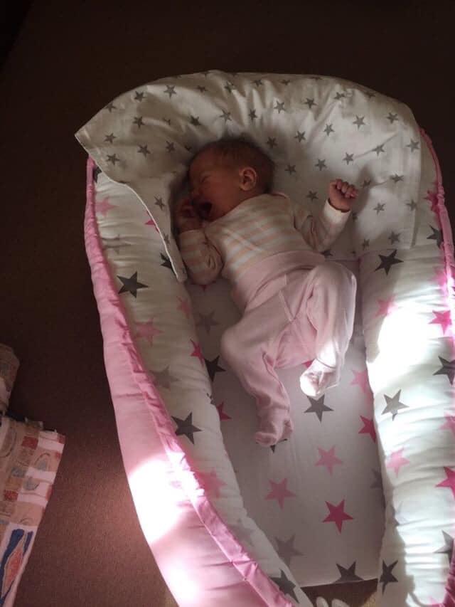 Csillagok babafészek - szürke+rózsaszín